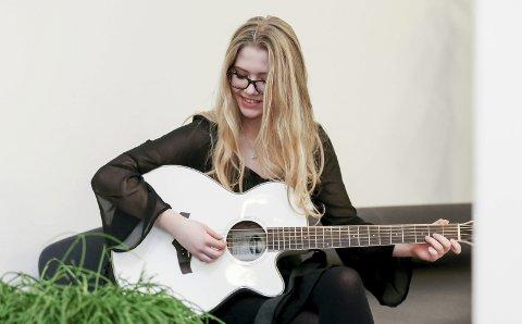 VINTERROCK: Emilie Røine Østebø er en av artistene som spiller på Vinterrock på Torvastad kultursenter lørdag.