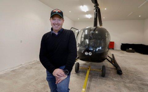 HELIKOPTER: Jarle Hegerland har kjøpt sitt eget helikopter som er stasjonert hjemme på Torvastad.
