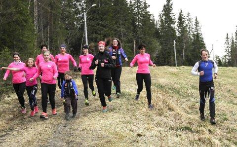 Terrengløp: Medlemmene i The Westside runners sammen med leder i Kjærstad IL, Stian Skogsaas, tester løypa. Det nye terrengløpet har fått navnet Hugospretten. Mange alternative løyper fra 1km til 10km.  foto: per vikan
