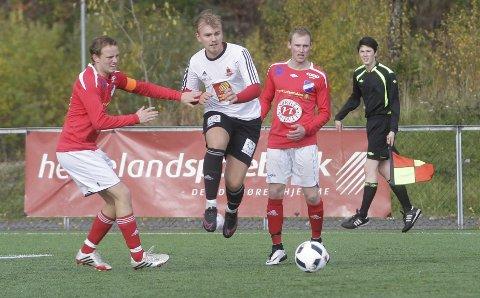SKAL TRENE GRANE: Bård Bjerkeseth blir ny trener i Grane IL etter Lars Moheim (t.v.) og Erling Paulsen trente laget denne sesongen. Grane rykket opp, men sa fra seg plassen i 4. divisjon.  FOTO: PER VIKAN