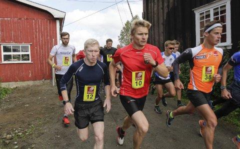 KONKURRANSE: Lasse Blom og Rolf Einar Jensen hadde en hard fight i 2015. Rolf Einar er påemeldt på den nye distansen.