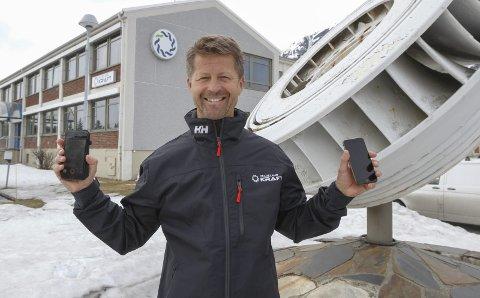 SAMARBEID: Helgeland Kraft har samrbeidet med et splitter nytt mobilselskap, Sponz mobil, og tilbyr nå en grasrotandel til lag og foreninger. Arild Markussen, markedssjef i Helgeland Kraft, er spent på responsen. Foto: Per Vikan