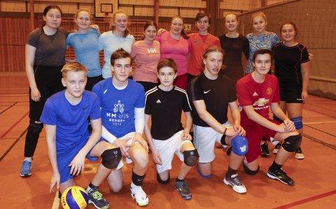 GOD MIX: Jentene og guttene i Mosjøen volleyballklubb spiller turneringer med aldersbestemte lag, men får også være med klubbens egen turnering H-cupen. Det blir minimum to lag, og de skal spille i mix-klassen.   FOT: PER VIKAN