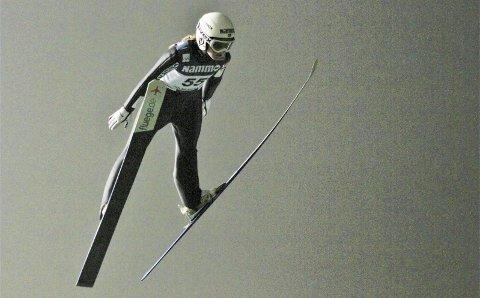 PÅ SNØ: Eirin Kvandal og de andre hoppjentene møtes på snø for første gang denne sesongen. Det er NM stor bakke på Lillehammer lørdag, og der deltar verdens beste hopper de siste årene, Maren Lundby. Bildet er fra NM normalbakke i Midtstuen der Eirin ble nummer to.