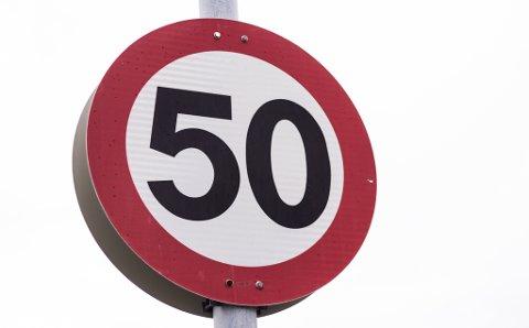 Tre av ti kjører for fort i 30-sonene mens nær halvparten gjør det i 50 sonene. Mange forklarer det med at veiene er gode..