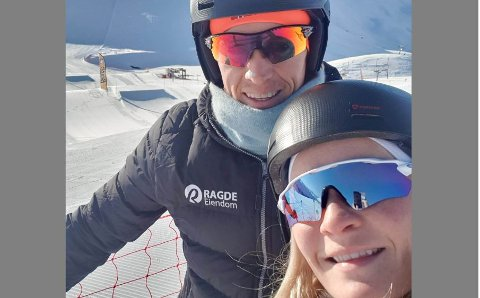 PÅ TUR: Sigrid J. Aas og Petter Eliassen liker å dra på toppturer. Nå kan de gjøre det rett fra hytta i Tappeluft.
