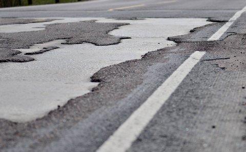 NY ASFALT: Statens vegvesen skal legge ny asfalt på flere riks- og fylkesveier, samt gang- og sykkelveier, for Akershus fylkeskommune.Begge foto: Øyvind Henningsen