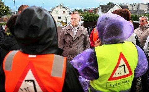 Styreleiar i hovudorganisasjonen til FNB, Morten Malmin, utanfor Ganddal bydelshus etter at han ikkje slapp inn på møte med representantar av sitt eige parti.