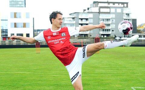 MOT STRØMMEN: Kaptein Henning Romslo er en av de 11 som starter for Bryne i kveldens bortekamp.