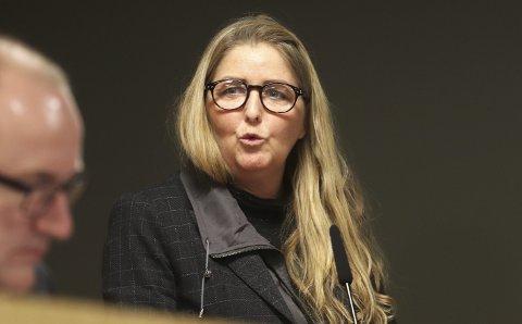 BER OM HANDLING: Christina Berg (Ap) ber om svar på spørsmål om Holmestrand  kommunes offentlighets-praksis. Foto: Pål Nordby