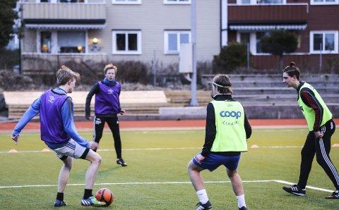 Pusser formen: Kroken under en treningsøkt på Kragerø stadion fredag ettermiddag.