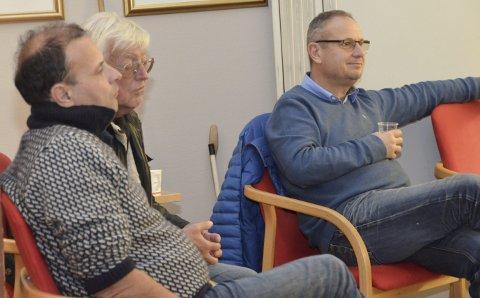 Utbyggere: Andrew Howatson (t.v.) og Tim Kronborg (t.h.) står for utbyggingen på Hellesund. De fulgte behandlingen i hovedutvalget sammen med konsulent Arnt Rugseth.