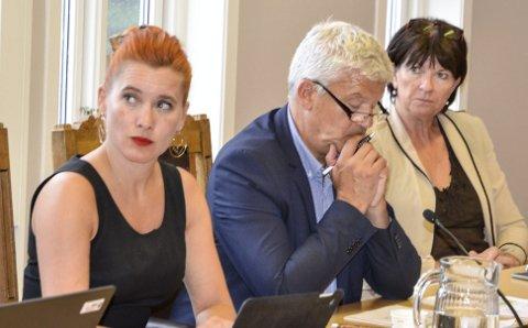 Utfordring: Varaordfører Charlotte Therkelsen Sætersdal (Rødt), ordfører Jone Blikra (Ap) og rådmann Inger Lysa får en betydelig utfordring når budsjettet for 2019 skal loses gjennom kommunestyret.