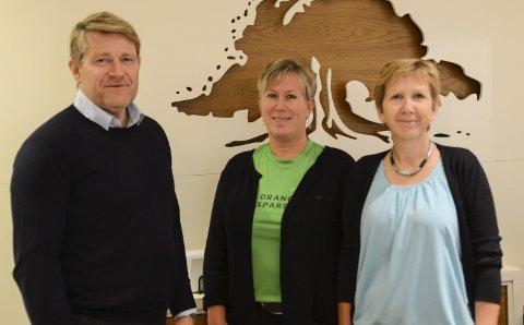 Eierskap: Banksjef Kjell Nærum sammen med Anne Marit Dalene og Johanne Haugholt tror at mange vil kjøpe eierandeler i Drangedal Sparebank.