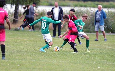 Gutane til Uskedalen håpar å få sin første siger i Norway Cup mot Bergen Nord 2 i dag. (Foto: Vidar Alfarnes)