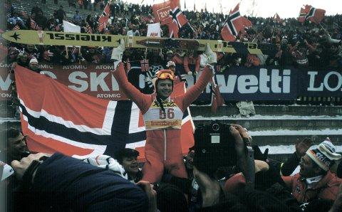 VERDENSMESTER: Per Bergerud fra Svene jubler etter å ha vunnet storbakkerennet i VM i 1985. FOTO: Inge Gjellesvik / NTB / SCANPIX