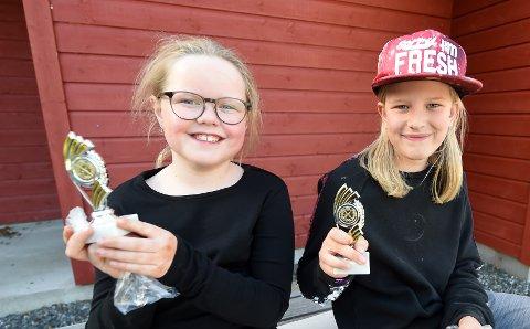 DRONNINGEMNER: Mathilde Lind Fosshaug (t.v.) og Emma Hoffart Kvear. ALLE FOTO: OLE JOHN HOSTVEDT