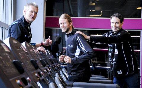 Er klare: Gjermund Sørstad (i midten) blir hovedpersonen når han skal forsøke å sette norsk rekord på 24-timersløp på tredemølle. Han har god støtte fra Bjørnulf Borge (Cater AS) og Glenn Solberg (St. Hallvard Håndballklubb).