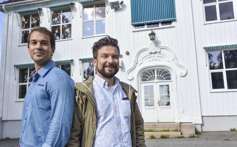 Glade for støtte: F.v.: Anders Dahlgren, styreleder Borgestad barnehage og Andreas Lervik, FAU-leder Nordal skole er glade for alle de gode tilbakemeldingene de har fått etter at de lanserte ideen om Nordal Læringsarena.