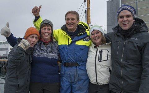 Lag M/K Skreien: Fra venstre Harald Sakarias Hansen, May-Karin Remme (Svolvær), skipper Jens Ringstad (Kabelvåg), Sandra Bjørndal og Mathias Hole Svoren. Foto: NRK