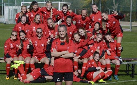 Ambisiøs: Tonje Sandnes (foran) er for tiden på La Manga med IK Grand Bodø. På sikt vil hun blir verdens beste kvinnelige fotballspiller.Foto: Stian Høgland