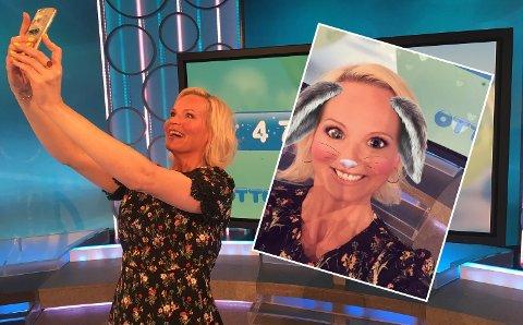 PÅSKEHAREN: Ingeborg Myhre med harefilter feirer at to nordmenn vant 4,7 millioner hver i VikingLotto.
