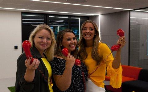 VINNERTELEFON: Nina, Marthe og Ina fortsetter å ringe nybakte millionærer søndag.