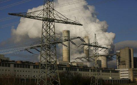 Kraftkilder: – Bør vi da «forsterke» vannkraftsystemet med å bygge ut også vassdrag som nå er vernet, eller satse på annen kraftproduksjon for å unngå dette? Gasskraft? Vindkraft? Kjernekraft, spør Jo Heringstad.