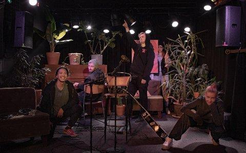 Gruppebilde på en meters avstand: Fra venster: Jon Vu-Yen Nguyen (prosjektleder), Ole Magnus Arnøy Hestad (TOM), Eirik Bjørn Mentzen (Lydtekniker), Zarina Saidova (Grafiker) Ida Vie (fra Tyven).