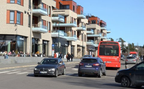 LEGGES NED: Denne holdeplassen for taxi, vis-à-vis Sæter Torg, skaper trafikkfarlige situasjoner og skal vekk. Ny holdeplass kommer under trikkebroen i Nordstrandveien.