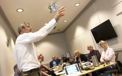 Orientering: Sektretær for Lyntogforum Gudbrandsdalen/Mjøsa, Thor Westergaard Bjørlo, har orientert Sel formannskap om en togløsning som forumet vil jobbe for.