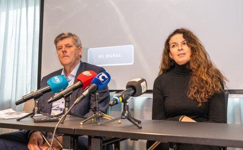 LA FRAM RAPPORT: Styreleder i UNN, Ansgar Gabrielsen, og styreleder i Helse Nord, Inger Lise Strøm, under framleggingen av PwC-rapporten i Tromsø tidligere denne uken.