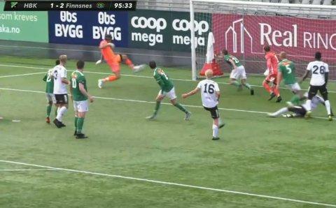 Her setter keeperen til Hønefoss inn 2-2 på en dødball.
