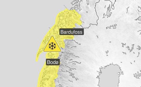 SNØ I HØYDEN: Meteorologene forventer mye snø i fjellet både i Troms og Nordland i helgen. Kjør forsiktig og hold deg oppdatert, er anbefalingen.  Illustrasjon: Metorologisk institutt