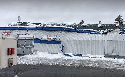 KOLLAPSET: Lagerbygningen kollapset under snømengdene 9. april 2018. Nå får LRN over 14 millioner fra forsikringsselskapet.