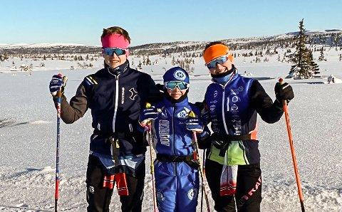 SKISØSKEN: Herman, Petter og Selma Byfuglien Ulsrud bruker skiene ofte når de er på hytta på Sjusjøen.