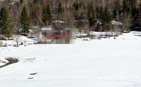 ETTERFORSKNING: To personer ble pågrepet og varetekstfengslet ved denne adressen i Gjøvik kommune. Nå er de løslatt, men etterforskningen fortsetter videre.
