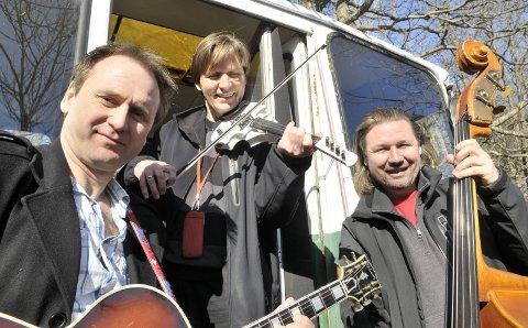 Unik musikkfamilie: Nils Mathisen, i midten, tar med seg brødrene Hans, til venstre, og Per til Galeiscenen lørdag kveld. Med på laget denne gang er også tre store talenter fra neste generasjon Mathisen. Arkivfoto: Nils-Erik Kvamme