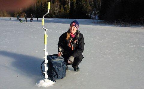 Lisbeth Allum Bjørnstad elsker å konkurrere på isen.