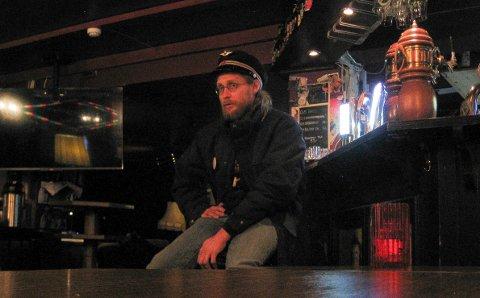 POPULÆR: Vemund Lyngås Jensen var en populær og kunnskapsrik konduktør for øltoget under fjorårets utgave av Smaksfestivalen i Elverum. Det blir ingen reprise i år. (Foto: Bjørn-Frode Løvlund)
