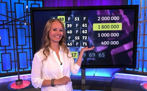 EXTRA-KANDIDAT: Programleder Kjersti Gullvåg sendte 1,8 millioner kroner til en kvinne i Ottestad tirsdag kveld. (Foto: Norsk Tipping)