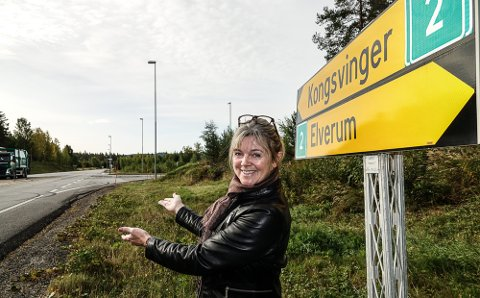 KAN VÆRE NOE: – Kunst langs riksveg to kan bli forskjellen mellom at folk kjører videre eller stopper opp hos oss, sier Lise Berger Svenkerud.