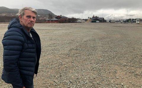 VILLE HA KOMPLETT RALLY-HELG: John Magne Lunaas, leder i KNA Fjellregionen, gikk i forbindelse med det som skulle bli en rallyfest ut med planene om en minimart'n på Steimosletta. Men som med rallyet avlyses også det arrangementet.