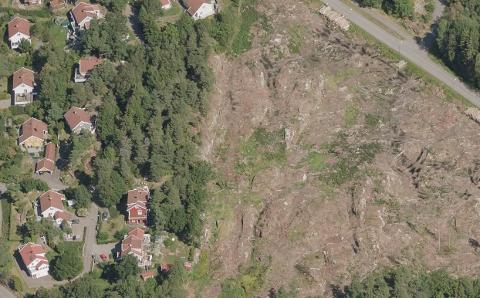 Området til høyre på bildet er der de nye boenhetene skal komme fra og med høsten 2022.