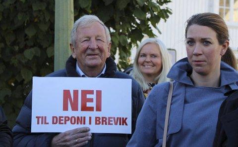 MOTSTANDER: Næringslivsmannen Eivind Martin Thiis-Evensen er valgt som varamedlem i styret i protestorganisasjonen «Vern om Grenland – nei til deponi». Her demonstrerer han mot planene om deponi i Dalen gruver, da klima og miljøminister Ola Elvestuen besøkte Brevik i fjor høst. Vern om Grenland fortsetter kampen mot deponi.