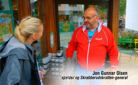 VAR MED: Jon Gunnar Olsen møtte TV 2-programleder Marthe Sveberg på gata i Rakkestad da programmet ble laget der i fjor høst. Denne gangen var det Jons tur til å vinne selv.
