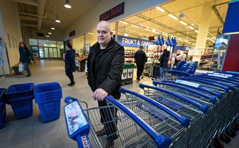 I stedet for å feire at han fyller 50 år, er Glenn Bjarne Jensens gave til de som trenger noen til å handle for seg, at han stiller opp.