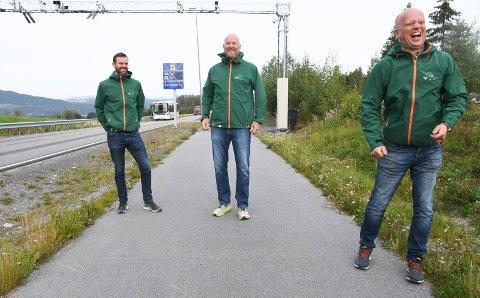 ALVOR BAK SMILET: Statsministerkandidat Tryge Slagsvold Vedum har et sterkt ønske om å fjerne sidevegsbommene. Det samme har også leder  Per Martin Sandtrøen i Hedmark senterparti og Odd Amund Lundberg, Sp-topp i Ringsaker.