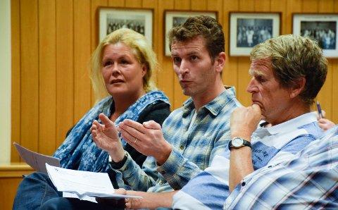 Lennert Hug og Hege Standahl var engasjerte innbyggere på informasjonsmøtet.