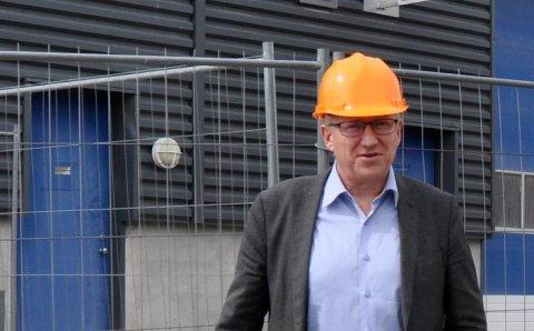 ØNSKER ET BEDRE FORHOLD: Samfunns- og informasjonsansvarlig Gjermund Hagesæter i Kryptovault har invitert naboer til omvisning.